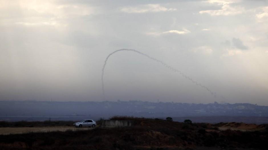 Cohete lanzado desde Gaza a Israel por terroristas palestinos.