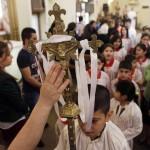 Cristianos iraquíes en misa.