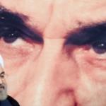 Hasán Ruhaní, ante un retrato de Jomeini.