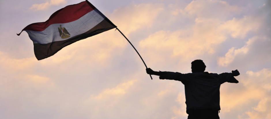 joven-bandera-egipcia