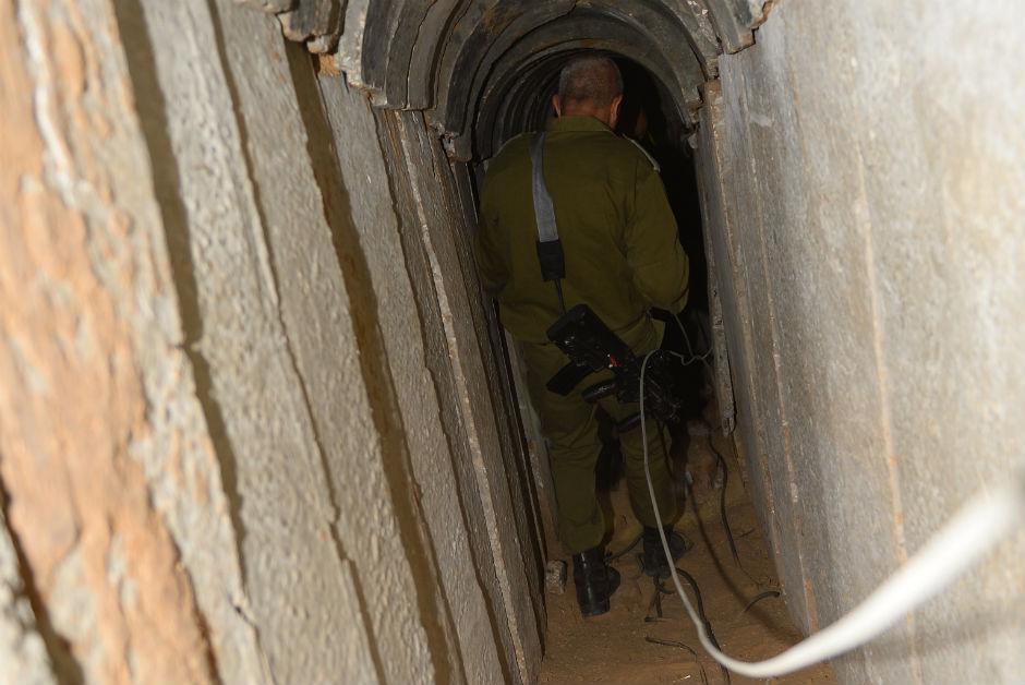 Uno de los túneles excavados en Gaza por la organización terrorista Hamás en Gaza.