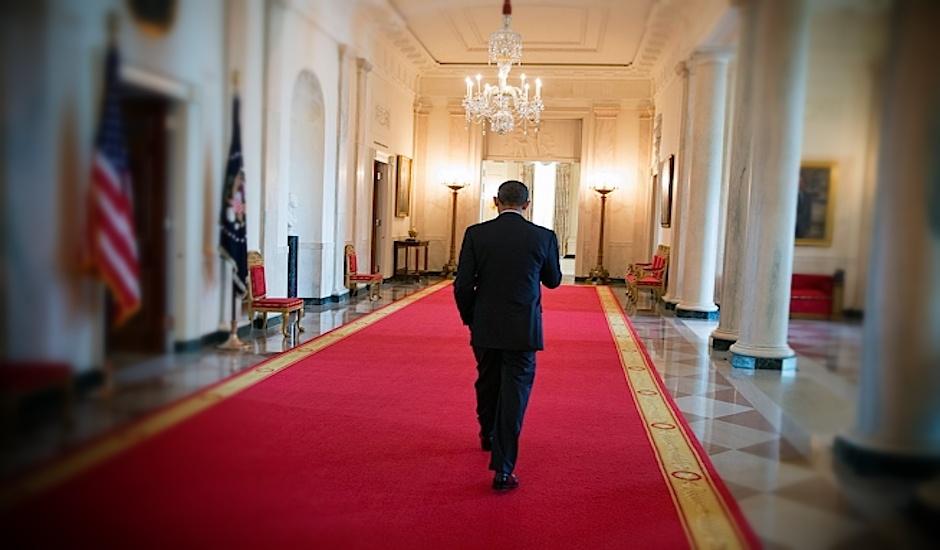 Barack Obama, en un pasillo de la Casa Blanca.