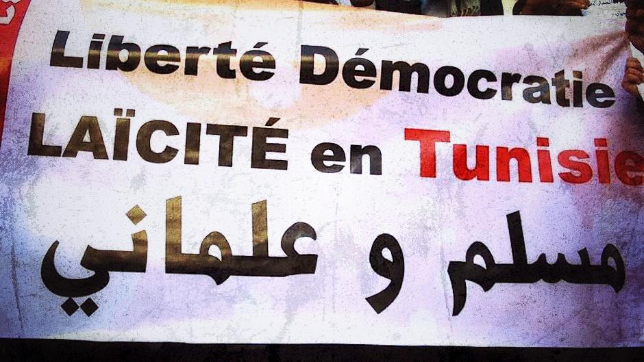 """""""Libertad, democracia y laicidad en Túnez"""", reza esta pancarta."""