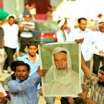 A_Bayda_citizen_holding_King_Idris's_photo_(Libya,_2011-06-07)