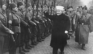 El gran muftí de Jerusalén Haj Amín el Huseini, pasando revista a voluntarios musulmanes de las SS.