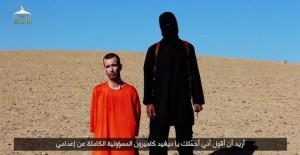Fotograma del vídeo de la decapitación de David Heines a manos del Estado Islámico.