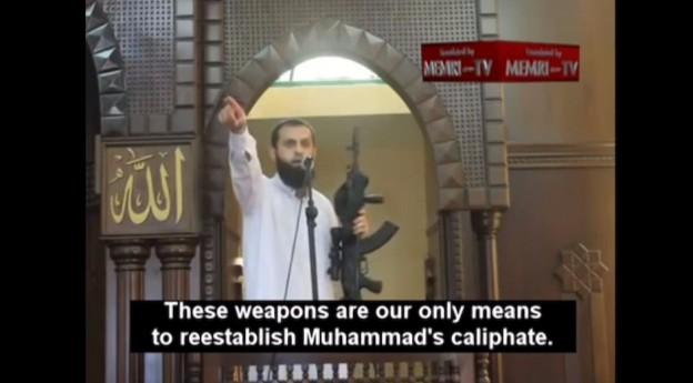 El terrorista Iyad Abu Funun, dando un sermón en una mezquita de Gaza.