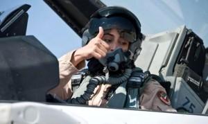 Mariam Mansuri, de la Fuerza Aérea de Emiratos, ha participado en ataques contra el Estado Islámico.