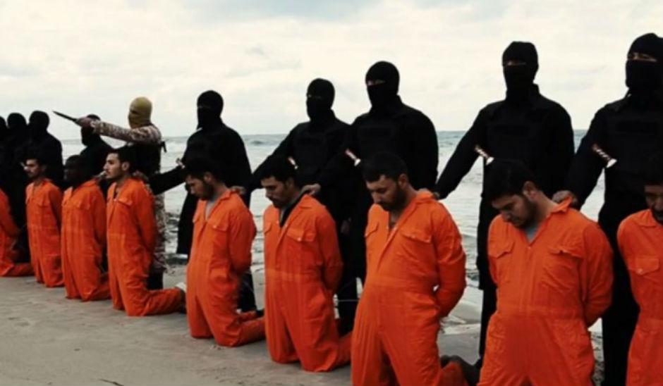 Terroristas del Estado Islámico, a punto de asesinar a coptos egipcios en Libia.