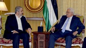 Mahmud Abás, presidente de la Autoridad Palestina, y el líder de Hamás, Jaled Meshal