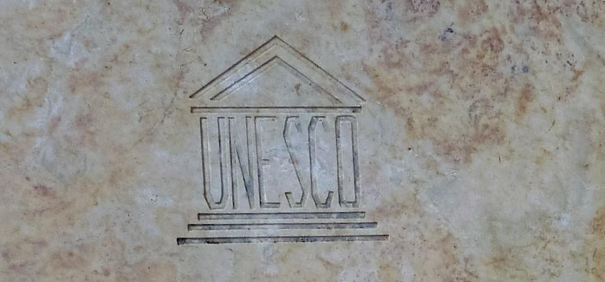 Cartel de la UNESCO, patrimonio de la humanidad.