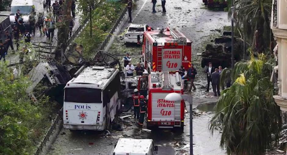 Atentado contra la Policía turca en Estambul: 11 muertos y 36 heridos. 7 JUN 16.