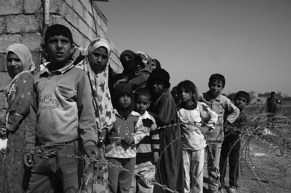 Niños comida campo refugiados